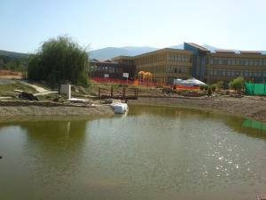 Реконструкция и изграждане на езеро за ПП нужди, сухо езеро и плантация на Англо-Американси Колеж -